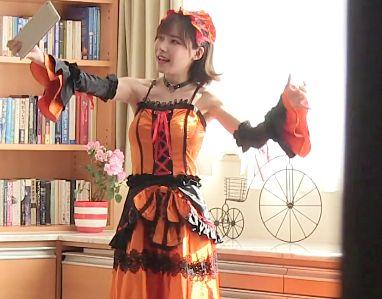 恥ずかしがり屋の彼女が自室でこっそりコスプレ自撮り!満足したと思ったらリビングでアニコス衣装のままオナニー開始