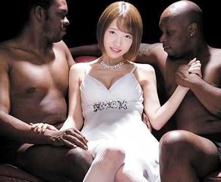 黒人のメガチンでマンコをギチギチに詰められるセクシーアイドルのお姉さん...あまりのデカさに悶絶絶頂