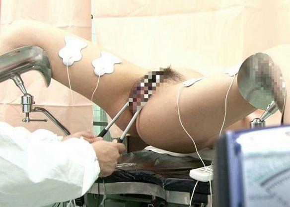 産婦人科に行った人妻がマンコに電極棒を当てられて悶絶www電気でカラダをビクビク反応させてるのエロすぎwww