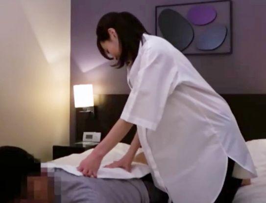 ホテルでマッサージを頼んだら綺麗な熟女がやってきた!エロ身体に我慢できずに押し倒して即ハメ