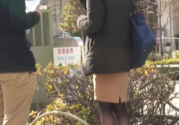 インタビューですか...?路上でナンパした欲求不満の奥さんをエロい質問をして性欲を刺激し不倫即ハメに持ち込む