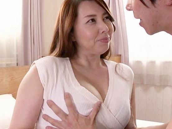エロすぎる義姉のおばさんが嫁の替わり義弟のチンポの性処理をしてくれたwww