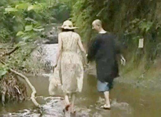 昭和の男女がセックスをする場所は...野外!川辺や物置小屋で激しくハメるカップルたち