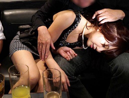 結婚式の2次会で泥酔ギャルをナンパして風呂でフェラってベッドで生ハメwww