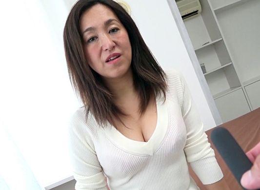 刺激が欲しくて…専業主婦の垂れ乳おばさんを出会い系でゲットwwリモバイでイタズラしてホテルで不倫セックス