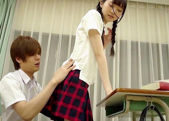 放課後の学園でおさげの制服スレンダー女子と空き教室でめちゃくちゃピストン!色白貧乳ボディが最高