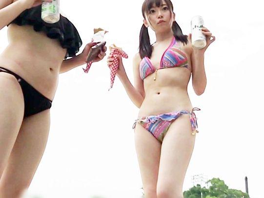 プールでほろ酔いのギャル二人組をナンパ!ギャラ飲みで誘ってホテルに連れ込み成功!そのままハメ撮りに持ち込む