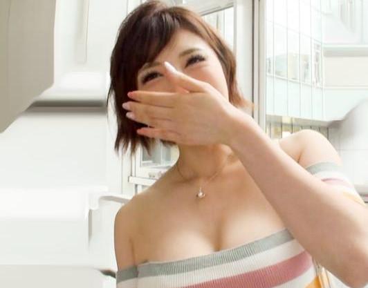 激しい勃起チンポに歓喜する純正ヤリマンお姉さん…デカパイ巨乳をフルに揺らして肉食セックス