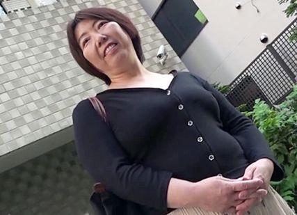 この歳で恥ずかしいわぁ…イッグ!!55歳のリアル熟女がカラダ火照らせ肉棒懇願!人妻なのに他人のチンポでイキまくる